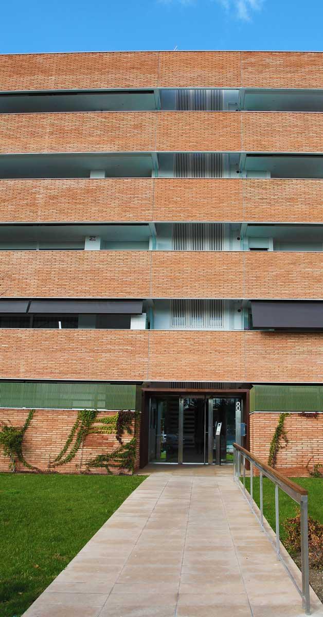 Treballs De Fusteria D'alumini En Conjunt D'habitatges A Sant Feliu De Llobregat