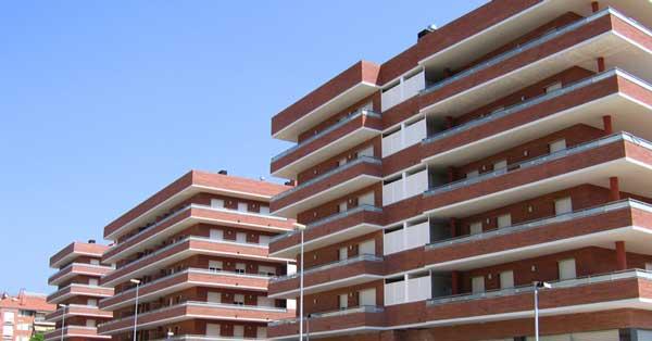 Treballs De Fusteria D'alumini I Vidre En Conjunt D'habitatges Al Sector Est De Viladecans