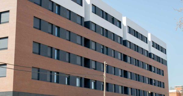Aluminium Enclosures For 3 Residential Buildings In Barcelona.