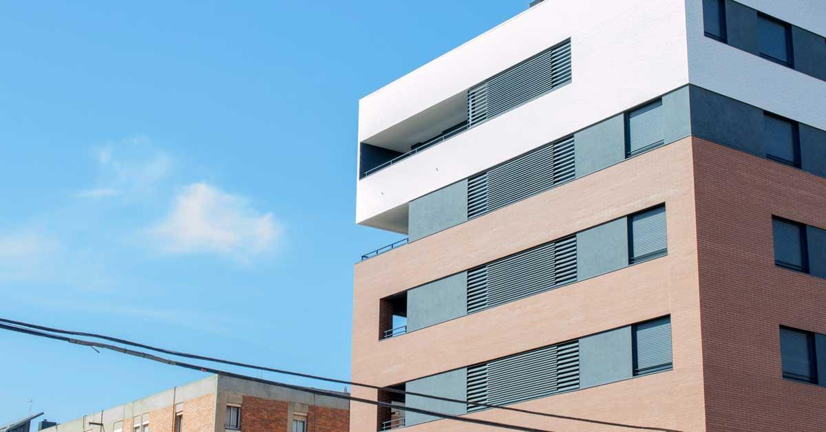 Tancaments D'alumini Per A Tres Edificis D'habitatges ABarcelona