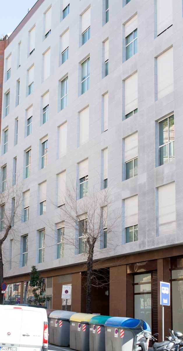 Tancaments I Proteccions Solars Per A Promoció D'habitatges A Barcelona