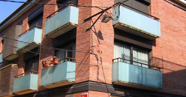 Finestres I Balconeres D'alumini D'aquest Conjunt Residencial De Gavà