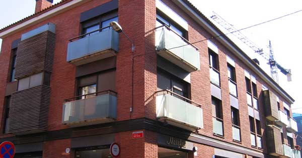 Aluminium windows and window doors for the residential complex in Gavà
