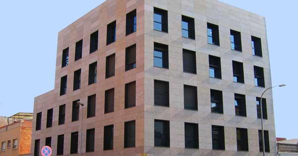 Fenêtres et portes d'accès en aluminium pour promotion privée de bureaux à Gavà