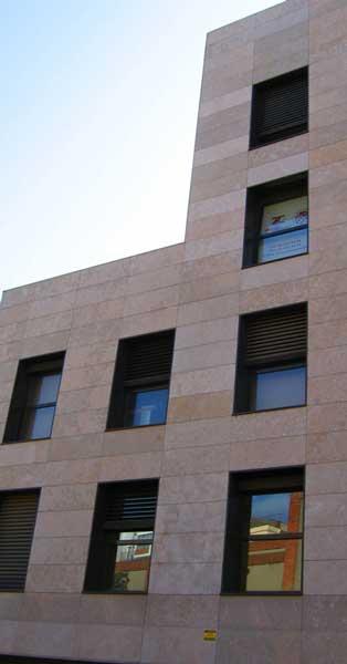 Finestres I Portes D'accés En Alumini Enpromoció Privadad'oficines A Gavà