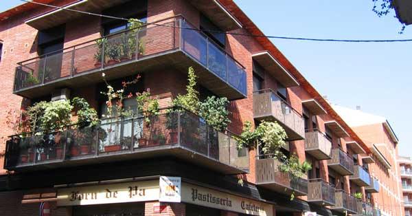 Fenêtres Et Porte-fenêtres En Aluminium Pour Cet Ensemble Résidentiel à Gavà