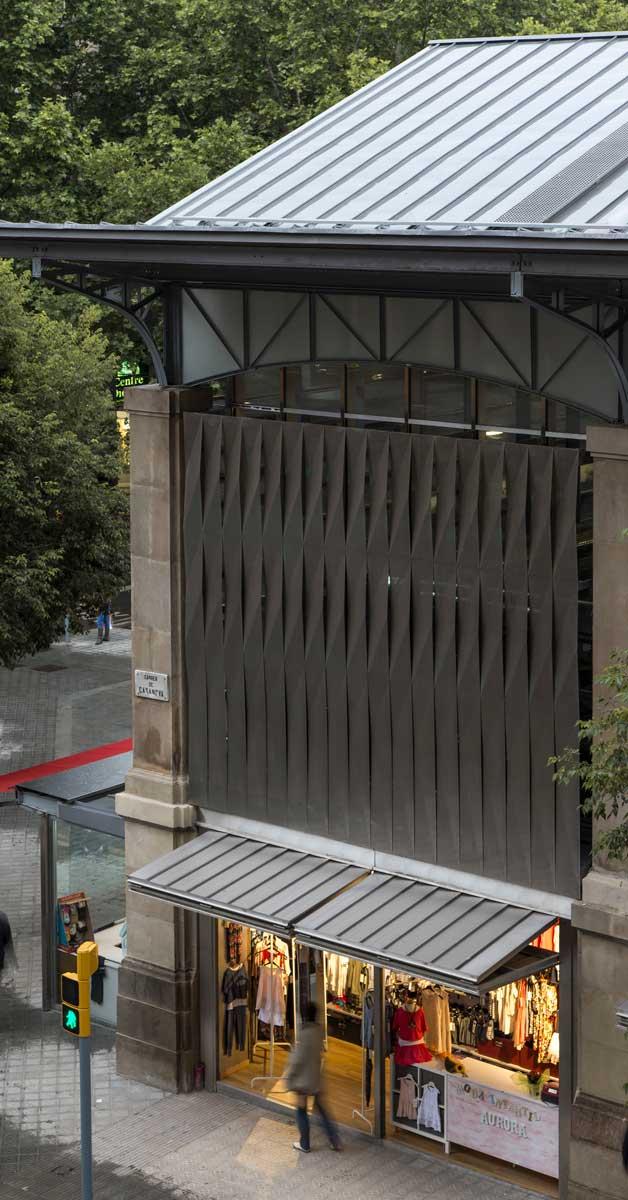 Façana I Tancaments Exteriors D'aquest Emblemàtic Mercat De Barcelona