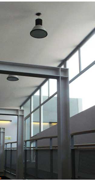 Tancaments I Passarel·la De Vidre Trepitjable En Equipament Assistencial