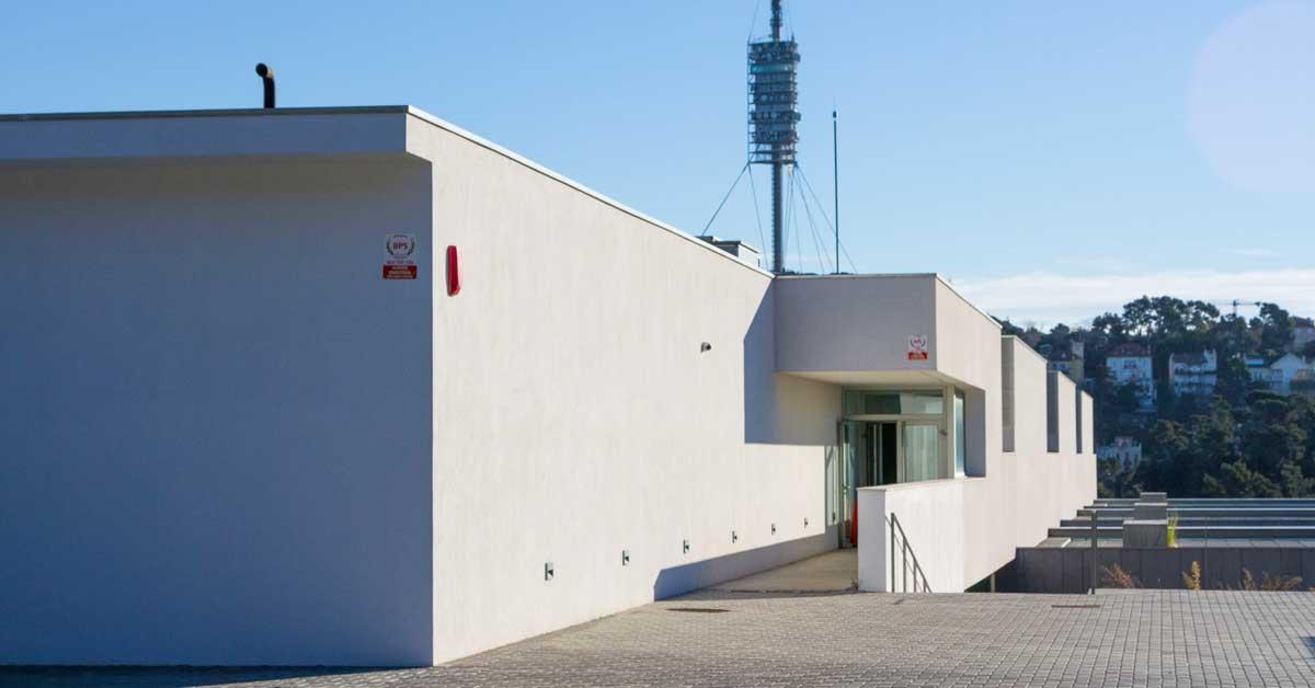Cerramientos de aluminio y vidrio en residencia pública en Vallvidrera