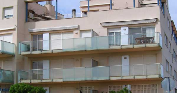 Trabajos De Carpintería De Aluminio Y Vidrio En Conjunto De Viviendas Plurifamiliares