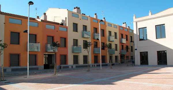 Aluminium joinery works in a housing development in Vilassar de Dalt