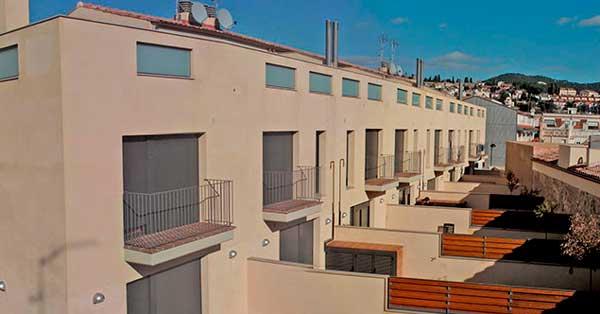 Treballs De Fusteria D'alumini En Conjunt D'habitatges A Vilassar De Dalt