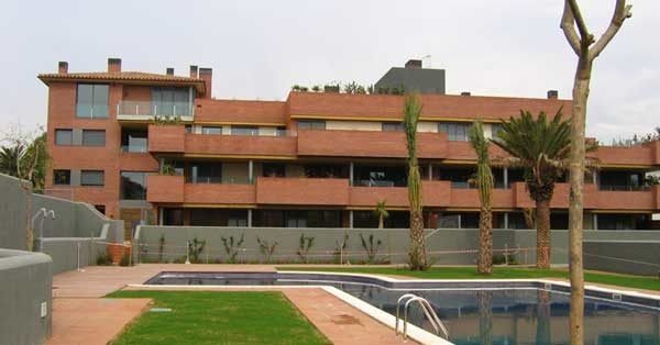 Fabrication And Installation Of Aluminium Joinery Works And Glazing On A Housing Estate In Tarragona