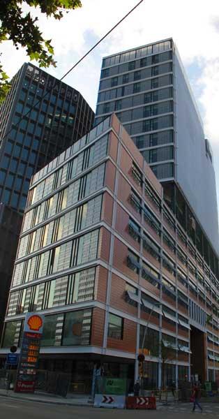 Fachada Y Conjunto De Cerramientos Interiores Y Exteriores De La Nueva Sede Corporativa Del Grupo Editorial