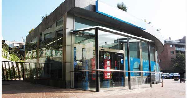 Cerramientos y conjunto de trabajos de vidrio en establecimiento comercial de Sitges