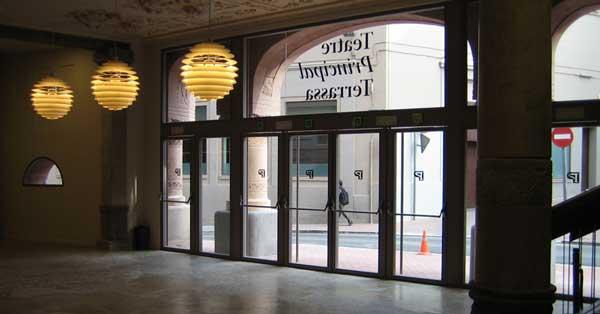 Réhabilitation intégrale en fer, verre et aluminium pour ce bâtiment historique de style moderniste