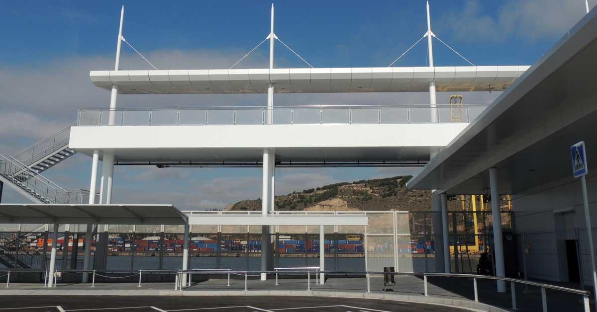 Aluminio, vidrio y chapados de la nueva terminal del Puerto de Barcelona