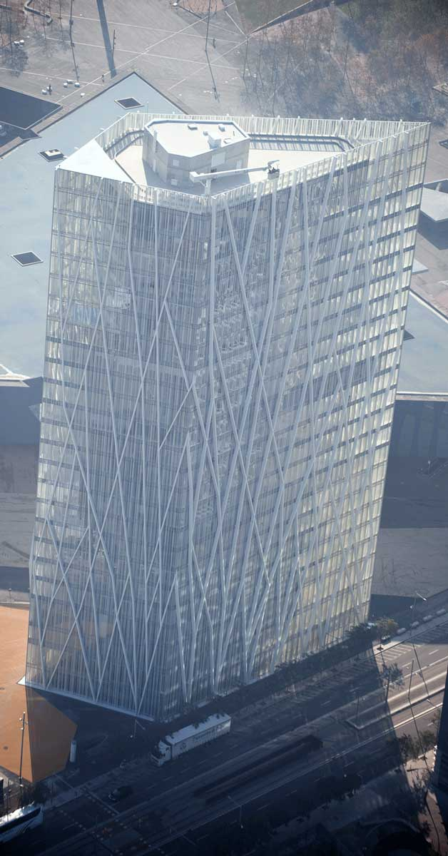 Folrat I Acabats En Xapa Dels Més De 2500pilars Interiors D'aquest Edificicreat Per Enric Massip