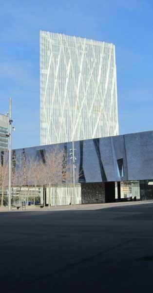 Forrados Y Acabados En Chapa De Los Más De 2.500 Pilares Interiores De Este Edificio Creado Por Enric Massip