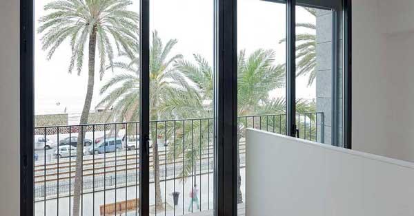 Tancaments D'alumini En Habitatge Situat A Badalona