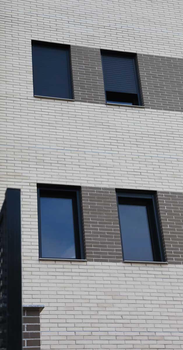 Tancaments D'alumini I Vidre En Aquesta Promoció Residencial A Ripollet