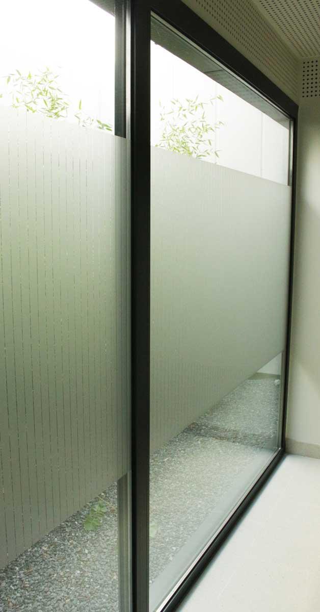 Trabajos De Aluminio Y Vidrio En Este Equipamiento Funerario