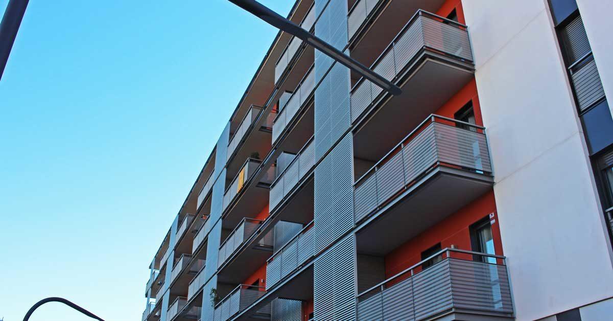 Fermetures En Aluminium Et Verre Pour Immeuble Résidentiel à Barcelone