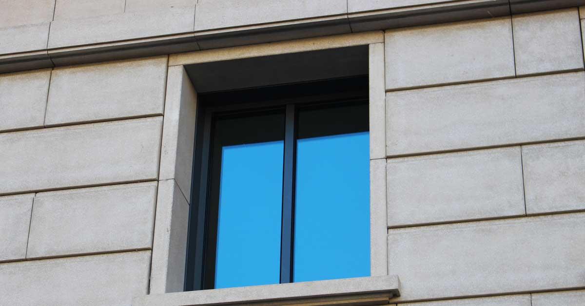 Cerramientos De Aluminio Y Vidrio Para Edificio Residencial En Barcelona