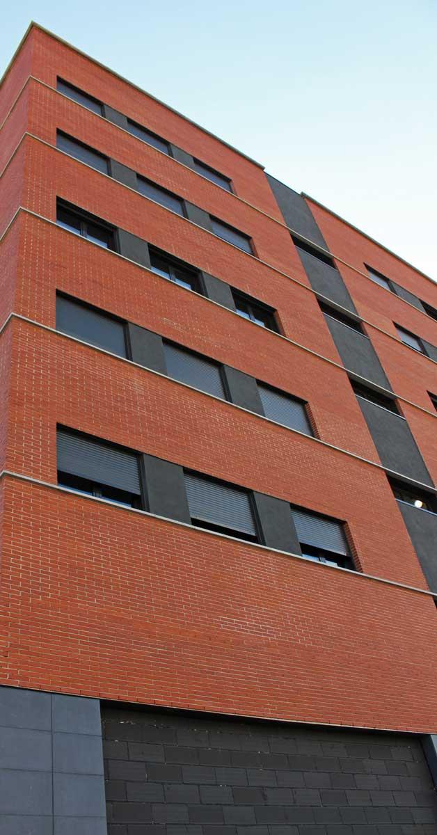Tancaments Per A 70 Habitatges Plurifamiliars