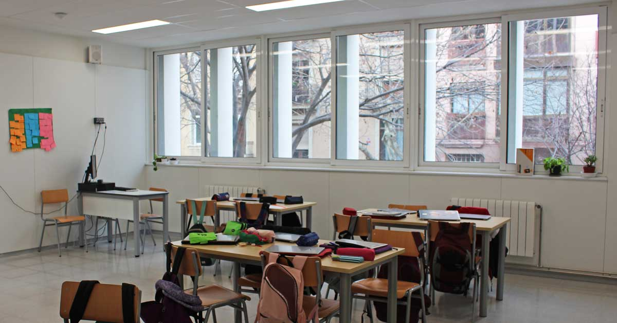 Tancaments Per Al Nou Centre D'educació Secundària De Barcelona.