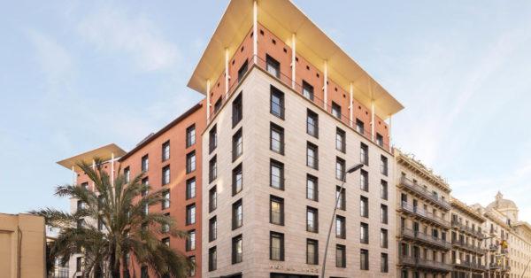 Architecture En Aluminium Et Verre Pour Ce Nouvel Hôtel De Barcelone