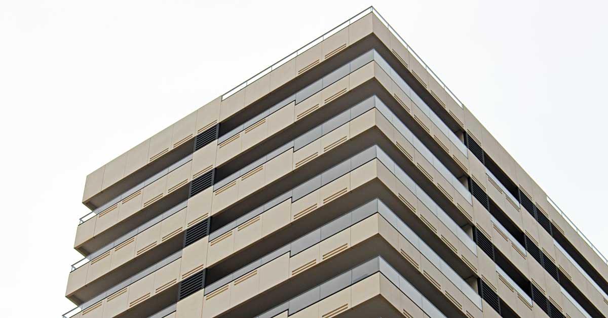 Tancaments d'alumini i vidre en promoció residencial d'altes prestacions a Barcelona