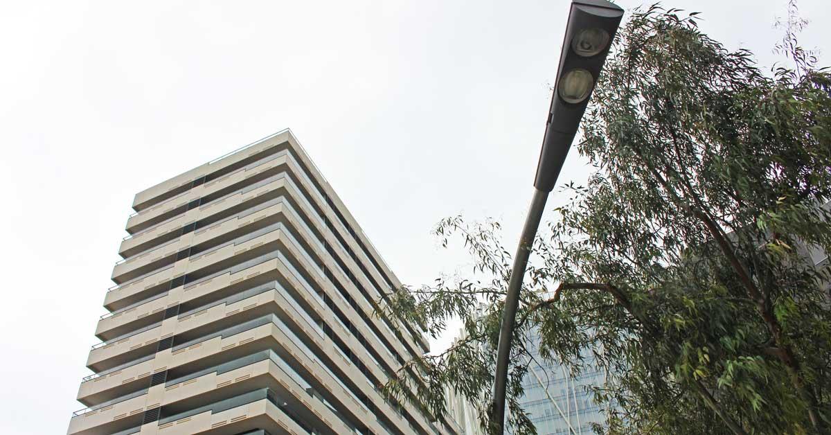 Fermetureen Aluminium Et Verre Dans Le Développement Résidentiel Haute Performance à Barcelone