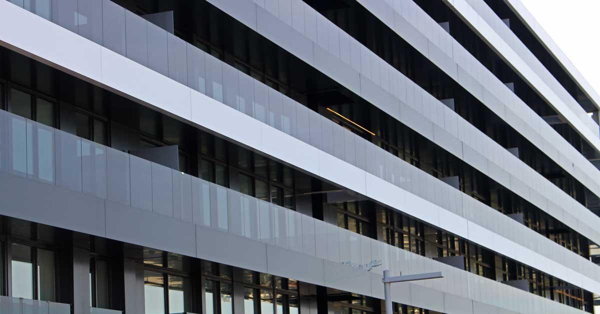 Tancaments D'alumini I Vidre D'altes Prestacions Per A Conjunt De Blocs D'habitatges Plurifamiliars A Sant Just Desvern