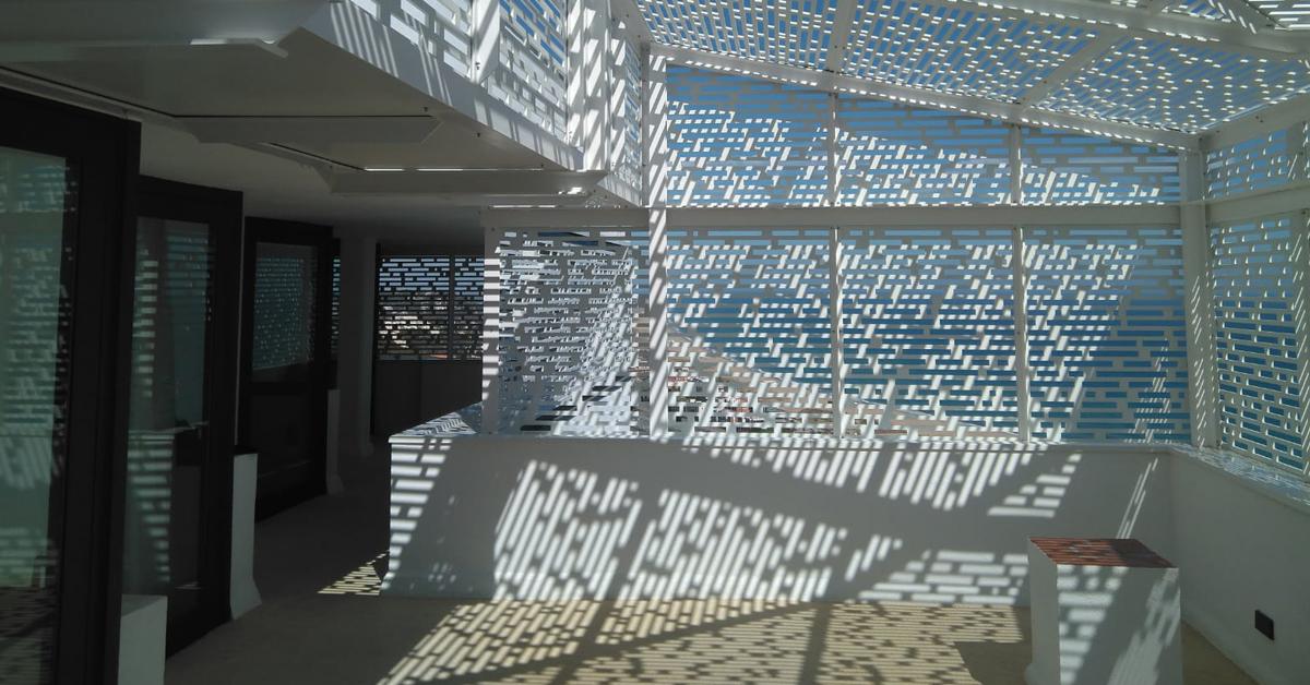 Fabricación E Instalación De Un Singular Sistema De Pérgola Metálica Para Cerramiento De Terraza