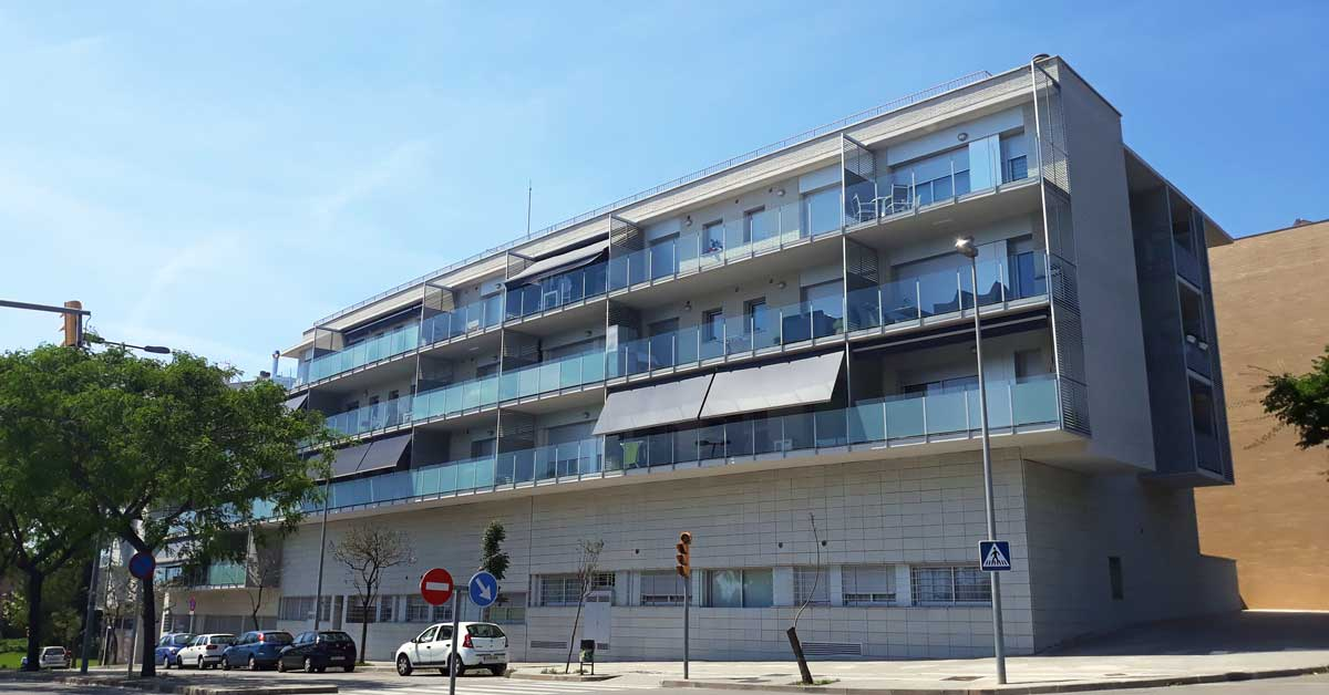 Aluminum and glass enclosures in conjunction with promotions in Sant Boi de Llobregat