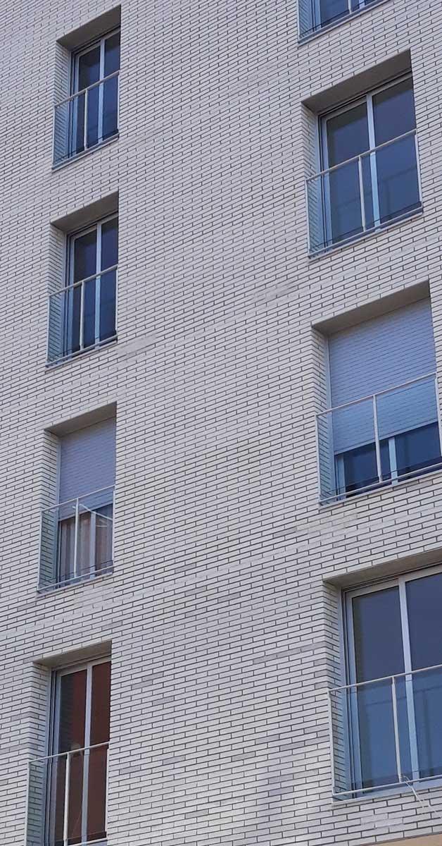 Tancaments D'alumini I Vidre En Conjunt De Promocions A Sant Boi De Llobregat 2