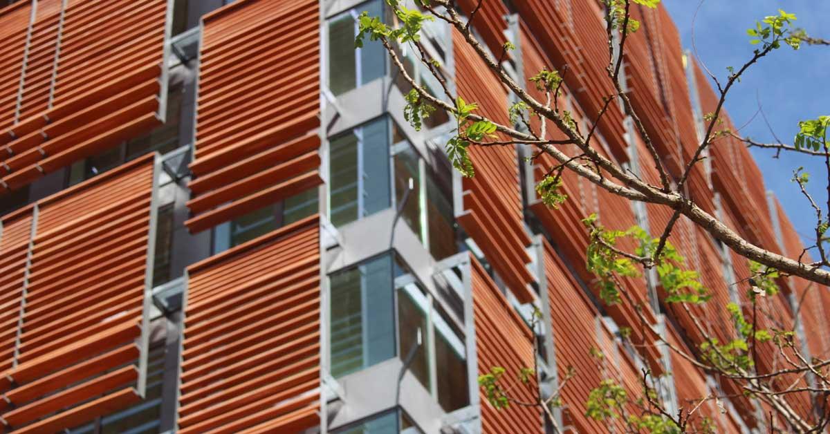 Desenvolupament De Xapes Per A Façana, Tancaments D'alumini I Vidre En Edifici Residencial A Barcelona