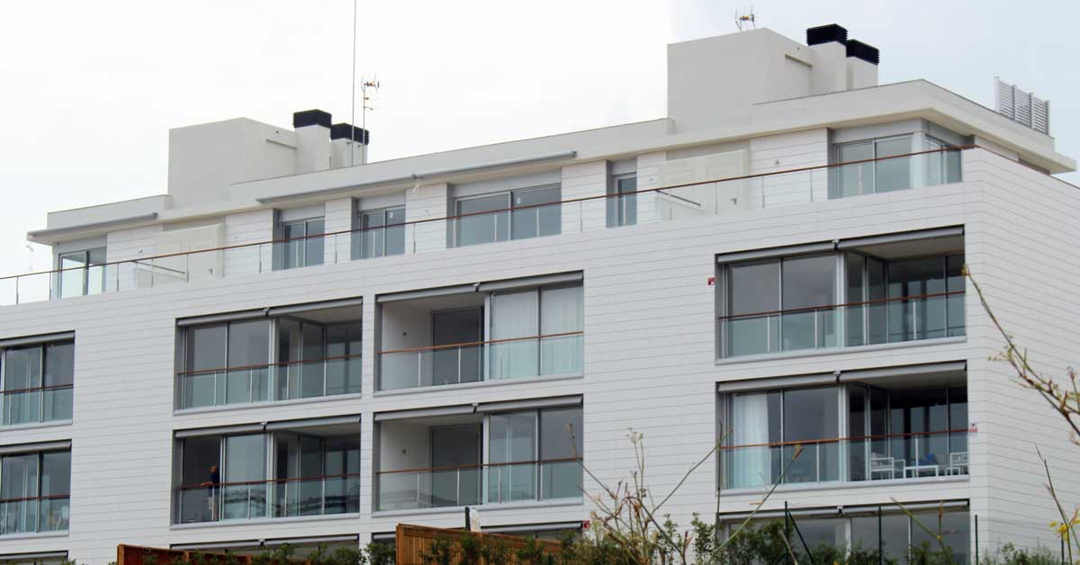 Aluminum and glass enclosures for set of new construction apartments in Sitges