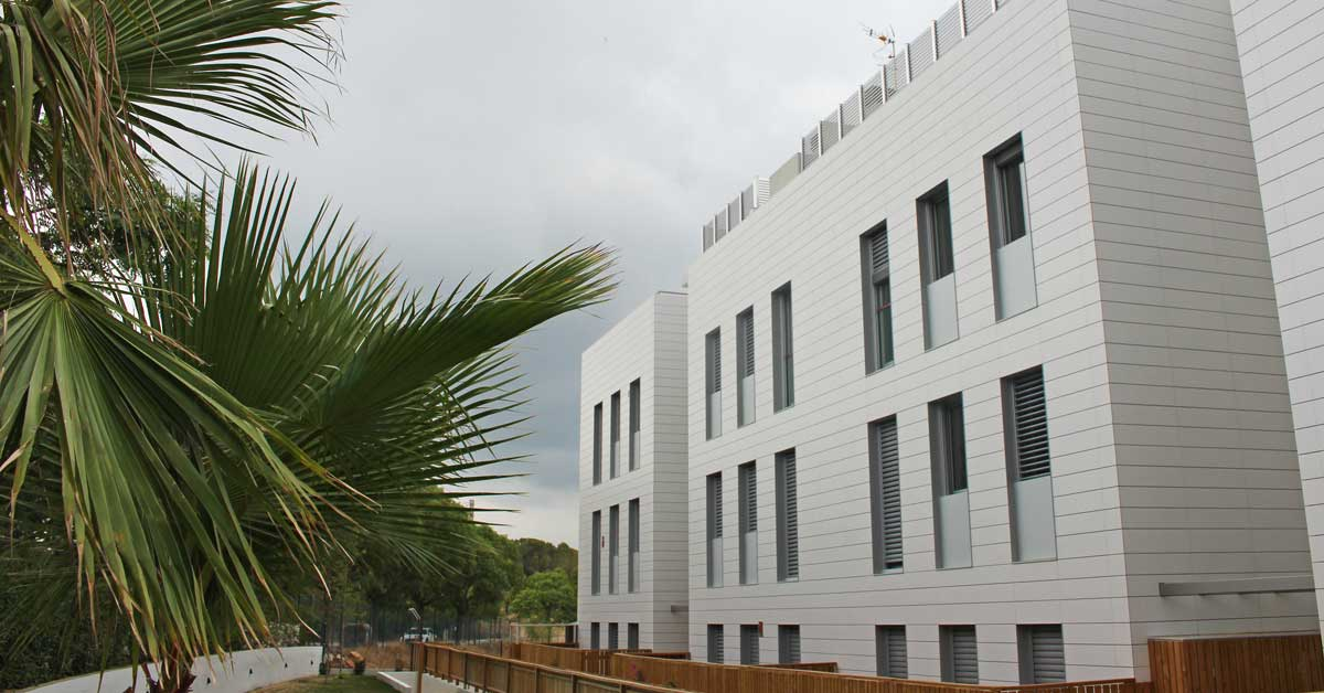 Tancaments D'alumini I Vidrieria Per A Conjunt D'apartaments De Nova Construcció A Sitges