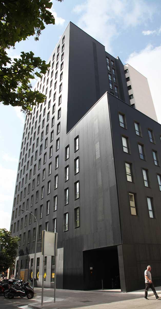 Tancaments D'alumini I Vidrieria Per A Edifici Destinat A Residència D'estudiants A Barcelona D'alumini I Vidrieria Per A Edifici Destinat A Residència D'estudiants A Barcelona