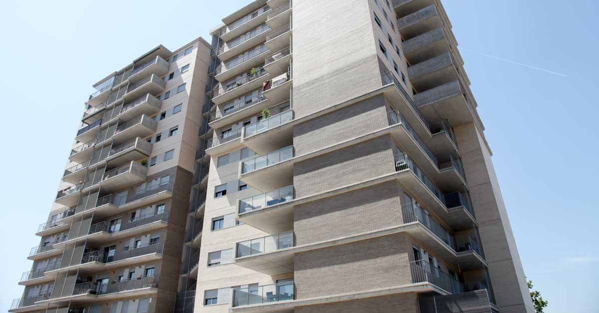 Cerramientos de aluminio y vidrio para torre residencial de viviendas en Sant Joan Despí